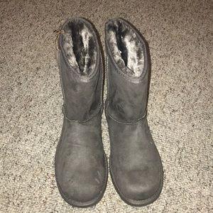 Shoes - Never worn Makalu boots!